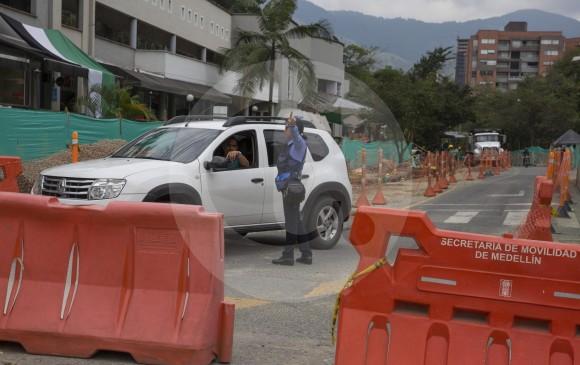 En la zona, durante la mayor parte del día hay agentes de tránsito para orientar a los conductores. FOTO edwin bustamante