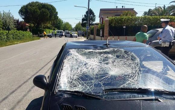 Así quedó el vehículo que impactó al piloto de MotoGp Nicky Hayden. FOTO EFE