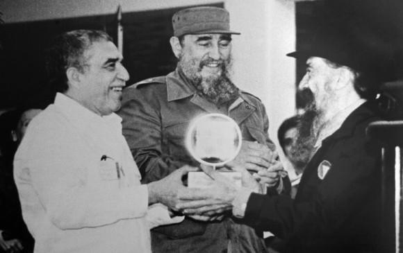 Fidel Castro Ruz junto a Gabriel García Márquez (I) y Fernando Birri (D) en la inauguración de la Escuela Internacional de Cine y Televisión San Antonio de los Baños, el 15 de diciembre de 1986. Foto: Adalberto Roque / AFP
