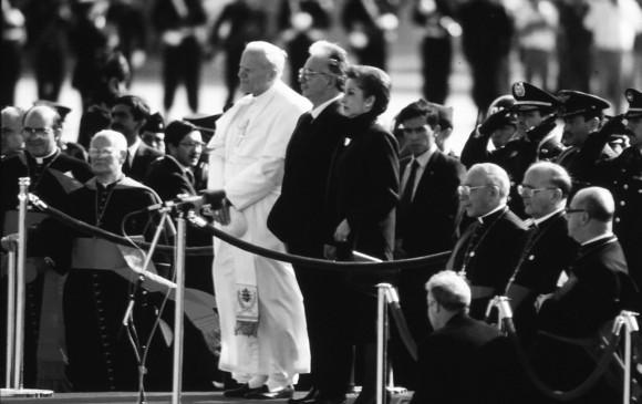 El expresidente también fue el anfitrión durante la visita del Papa Juan Pablo II. FOTO ARCHIVO