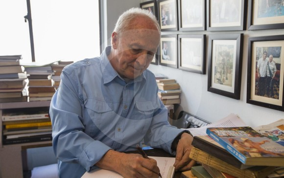 Jorge comenta que ha escrito más de 500 cartas de amor. FOTO Julio Herrera