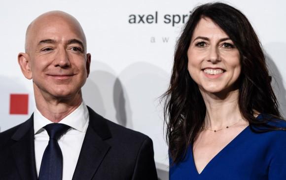 Jeff Bezos y su esposa MacKenzie anunciaron su divorcio en redes sociales. FOTO EFE