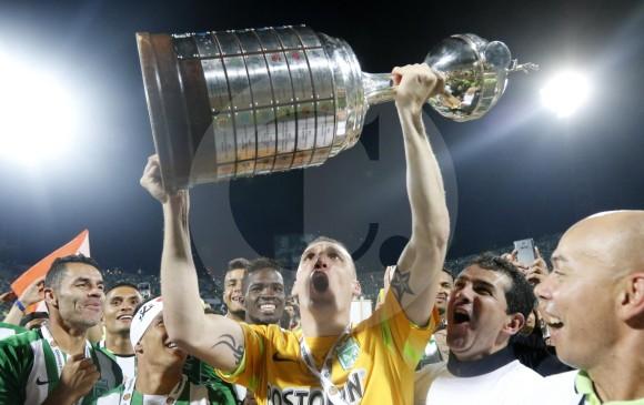 El arquero Franco Armani, gran figura de Nacional en la Copa, celebra el título en el Atanasio Girardot. FOTO jaime pérez