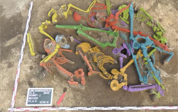 La fosa común con los restos de los individuos masacrados en el neolítico. Foto Nature Communications