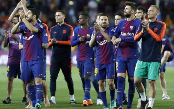 Acusan a Messi de presionar al árbitro en el entretiempo del clásico