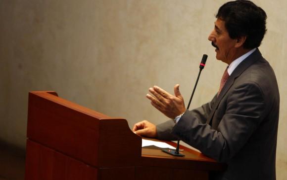 Senador Bernabé Celis detenido por presunta violencia intrafamiliar