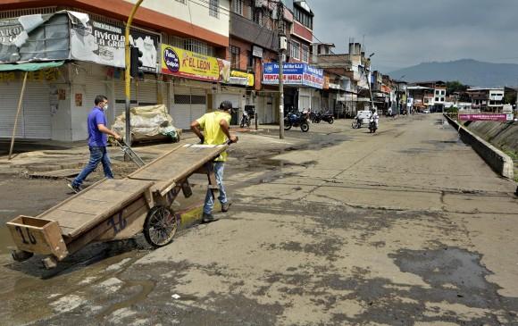 El sector comercial Galería, en Cali, fue cerrado el jueves pasado para mitigar la propagación del coronavirus en la capital del Valle del Cauca. En los otros municipios muy afectados se toman medidas similares, de acuerdo a necesidades. FOTO Cortesía El País, Cali