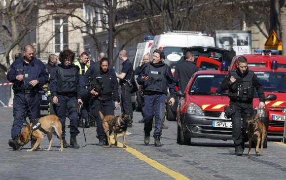 Explota carta bomba en sede del FMI en París; reportan un herido