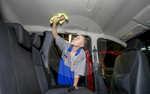 C mo lavar el techo interno del carro - Como limpiar el interior del coche ...