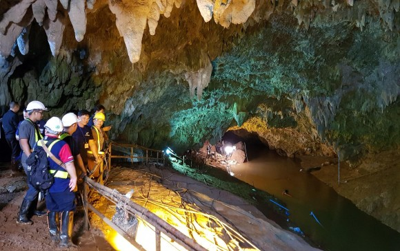 Niños atrapados en cueva aprenden a bucear para salvar sus vidas — Tailandia