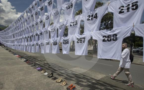 Con imágenes como esta, que rinden homenaje a las víctimas de 2016, se busca mermar al número de accidentes y, por ende, que menos personas mueran en accidentes. FOTO donaldo zuluaga