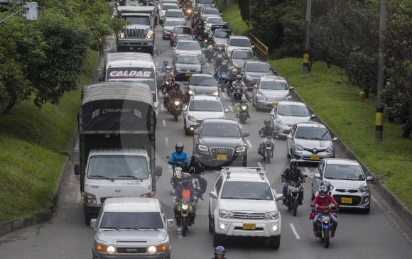 En jurisdicción de Envigado, la avenida Regional solo cuenta con tres carriles. En la actualidad se adelanta un proyecto para la construcción de una vía repartidora (paralela). FOTO Donaldo Zuluaga