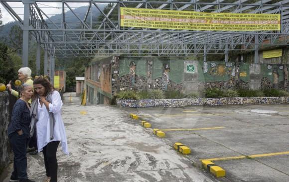 El monje que lidera La Catedral planea fijar más avisos denunciando el horror que vivió Medellín con Escobar. FOTO edwin Bustamante