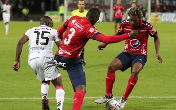 Didier Moreno, quien lleva la pelota, reapareció con el equipo luego de pagar una fecha de sanción. Las expulsiones han influido para tantas variantes en la nómina titular. FOTO Colprensa, La Patria