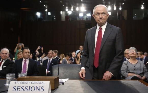 Trump reconoce que está bajo investigación en caso Rusia