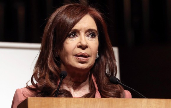 La expresidenta de Argentina, Cristina Fernández, deberá responder ante la justicia por presuntamente haber encubierto terroristas. FOTO: EFE