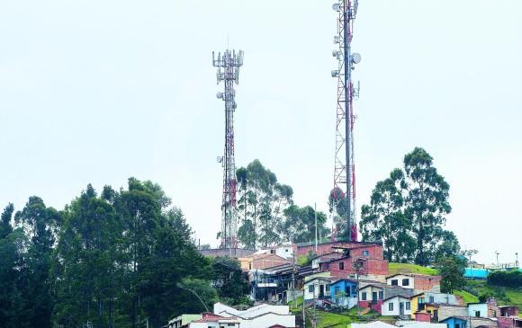 Claro y Telefónica efectúan pago de 4,7 billones de pesos al Estado