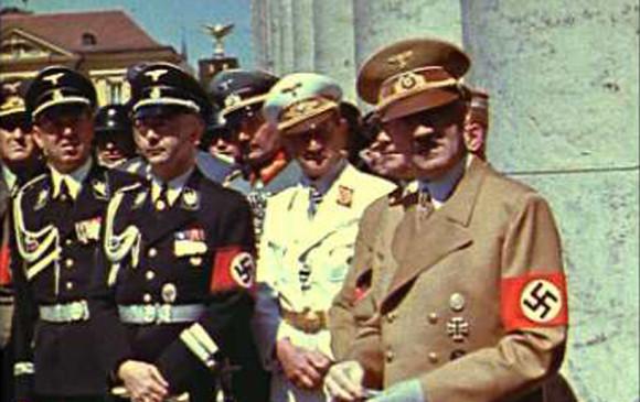 En Medellín organizan homenaje a Hitler por sus 129 años — YouTube