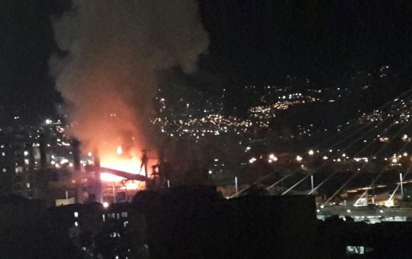 Bomberos controlaron incendio que se presentó en planta de Peldar en Envigado