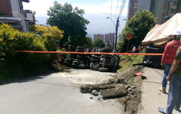 Accidente de tránsito en la Loma de Pajarito, en comuna 7 de Robledo. FOTO CORTESÍA GUARDIANES ANTIOQUIA