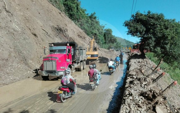El la vía al Suroeste, sector La Huesera, se habilitó el paso. FOTO CORTESÍA GUARDIANES ANTIOQUIA