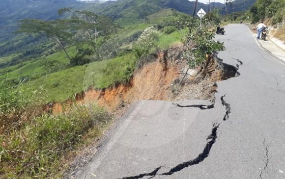 La vía está cerrada ya que representa un peligro para los ciudadanos. FOTO CORTESÍA