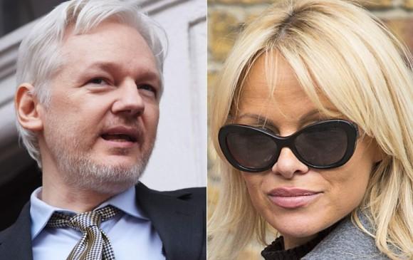 El insólito encuentro de Pamela Anderson con Julian Assange