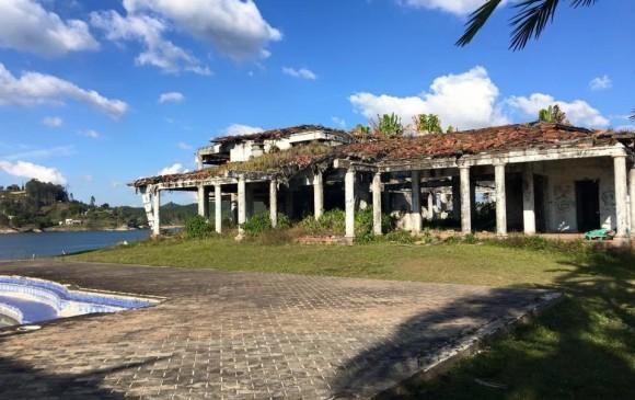 La finca La Manuela, fue nombrada así en honor a la hija del narcotraficante. Está ubicada en Guatapé.