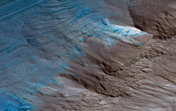 La NASA fotografía gigantescas capas de hielo en Marte