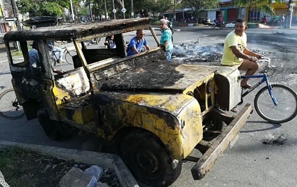 Un carro fue incinerado en el municipio de Apartadó. FOTO MANUEL SALDARRIAGA