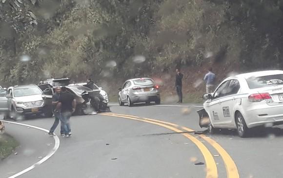 Accidente en la vía Las Palmas. FOTO CORTESÍA GUARDIANES ANTIOQUIA