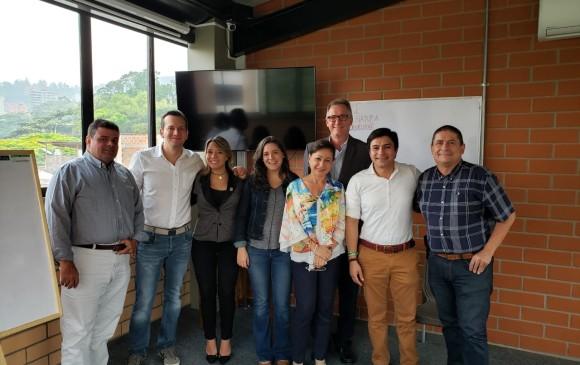 Los precandidatos Alfredo Ramos, Nataly Vélez, Ana Cristina Moreno y Jaime Mejía acompañados por dirigentes del Centro Democrático. FOTO cortesía
