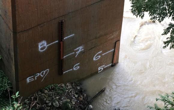 En la mañana de este jueves el río marcaba 5 metros en Puerto Valdivia. En la tarde está en 4.80. FOTO ESTEBAN VANEGAS