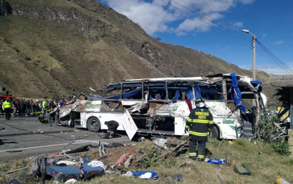 Bus accidentado en Ecuador. FOTO: AFP