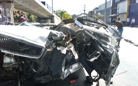 El vehículo, un Skoda Octavia, quedó irreconocible luego del siniestro. FOTOS Y VIDEO CORTESÍA GUARDIANES DE ANTIOQUIA