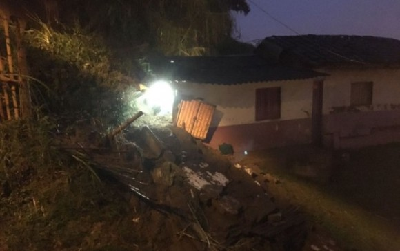 Tres niños muertos y uno herido por deslizamiento de tierras en Caldas