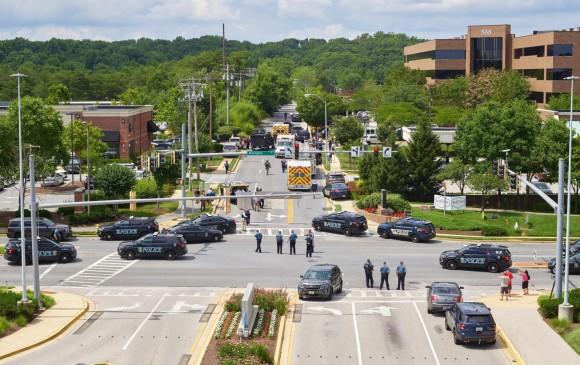 Operativo policial luego de tiroteo en periódico de Maryland, Estados Unidos. FOTO: EFE