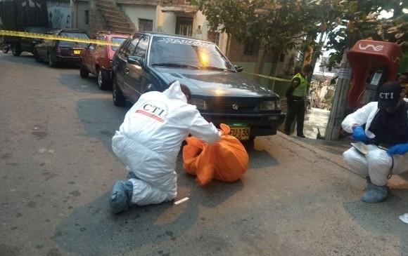 Un hombre fue hallado envuelto en una sábana en la carrera 85D con calle 57A, barrio El Pesebre, parte alta el 31 de enero de 2018. Foto: Reportero Qhubo