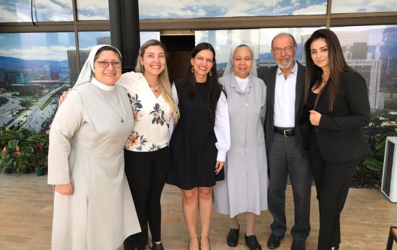 Ana María Palomino, Juliana Cardona, Maria Fernanda Galeón, Aída Orobio, Gustavo Nieto Roa y Linda Lucía Callejas. Foto: Alcaldía de Medellín