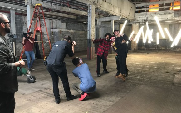 Major Lazer y J Balvin en plena grabación del video. FOTO Cortesía 36 grados
