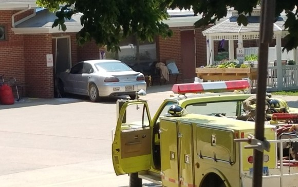 Auto embiste hospital en Dakota del Sur