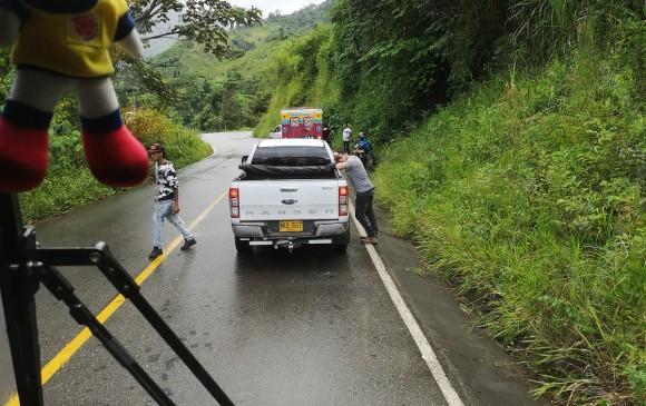 El Ejército interrumpió el paso en la vía a San Andrés de Cuerquia por los combates. FOTO TWITTER @soydeituango