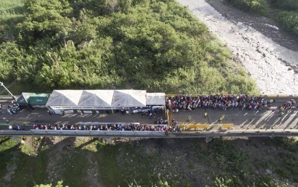 Unos mil venezolanos cruzan a Colombia por miedo a nuevos enfrentamientos