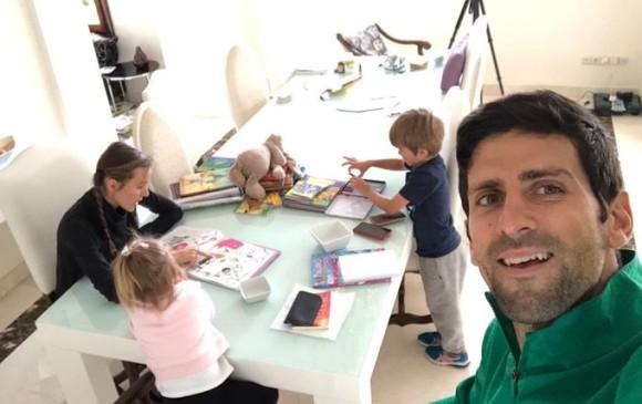 Djokovic exhorta gente no agobiar más a los médicos