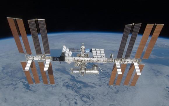 Cosmonautas reparan fuga de aire en el segmento ruso de la EEI
