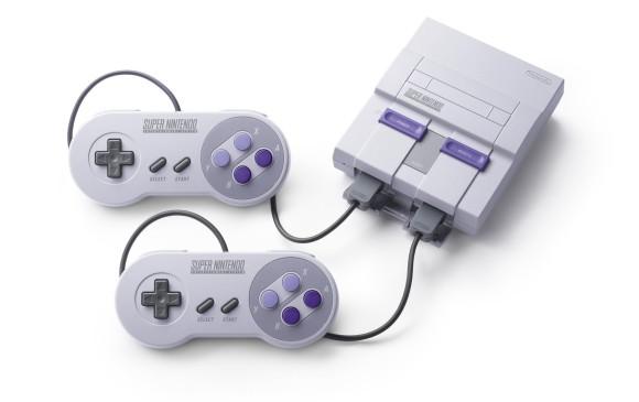 Con los dos controles la Super Nintendo Classic Edition permite jugar a los juegos cooperativos desde el inicio sin esperar a conseguir otro control. Foto: cortesía Nintendo.