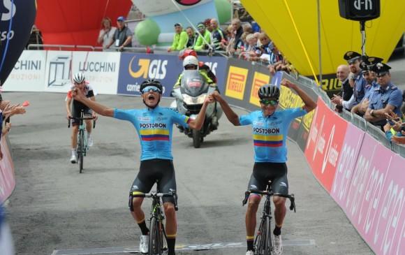 Este es el momento en el que los dos colombianos cruzan la meta en la cuarta etapa del Giro de Italia Sub-23. FOTO CORTESÍA-FEDECICLISMO
