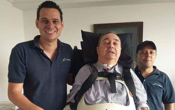 Con ayuda de maquinas, se pudo levantar el entrenador Luis Fernando Montoya