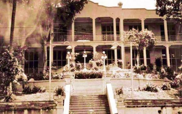 Entrada principal del hotel a mediados del siglo XX. FOTO JULIO CÉSAR HERRERA