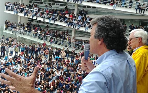 El candidato Sergio Fajardo visitó ayer la sede central de la Universidad Nacional, en Bogotá. FOTO CORTESÍA CAMPAÑA